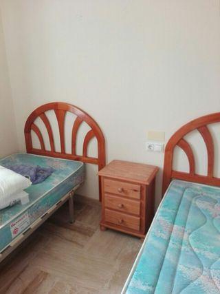OFERTA: cabezales, mesa, armario, cómoda y camas.