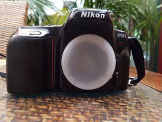 Cámara Nikon F50 con lente 35-80