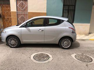 Lancia Ypsilon color plata