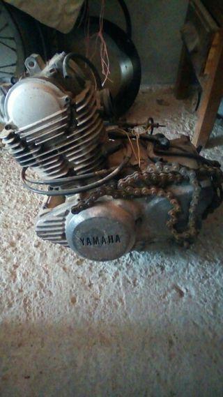 vendo motor de yamaha beuno
