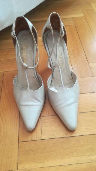 Zapatos de salón color natural