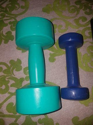 pesas 2x 5 euros azul kilo y medio verde 2kilos