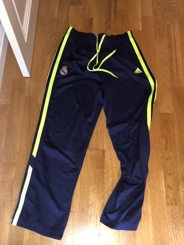 Pantalon chandal real madrid de segunda mano por 25 € en Madrid en ... 5a149c00cfae1
