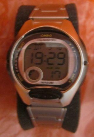 CASIO, reloj digital cromado