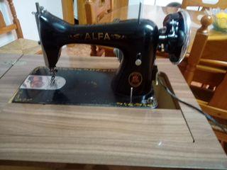 Maquina coser Alfa con mueble