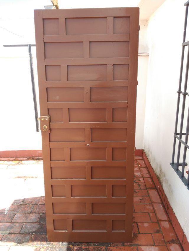 Puerta madera pino cuarterones de segunda mano por 50 for Puertas de cuarterones antiguas
