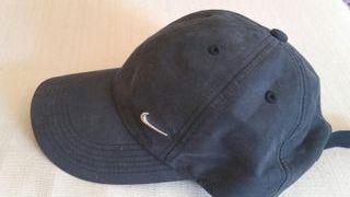 7ca4852cd Gorra Nike negra de segunda mano en Barcelona en WALLAPOP