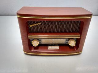 Radio AM/FM estilo antiguo.