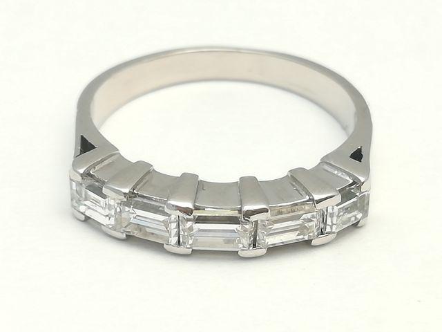 Sortija en oro blanco con diamantes de 0,75 ct