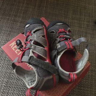 Sandalias niño nuevas talla 25