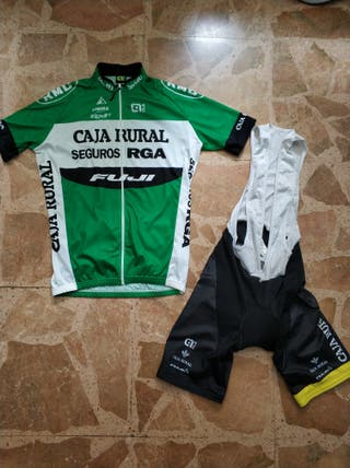 Equipacion ciclismo Caja Rural