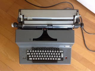 Maquina de escribir Olivetti electrica