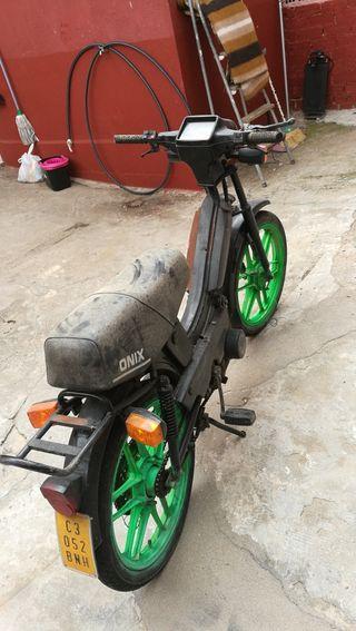 motocicleta gac onix