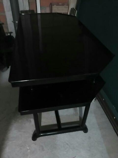 mesa de hierro reforzada