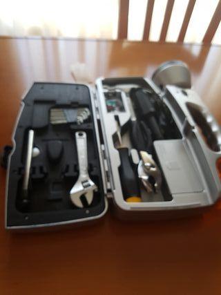 Linterna con caja de herramientas.