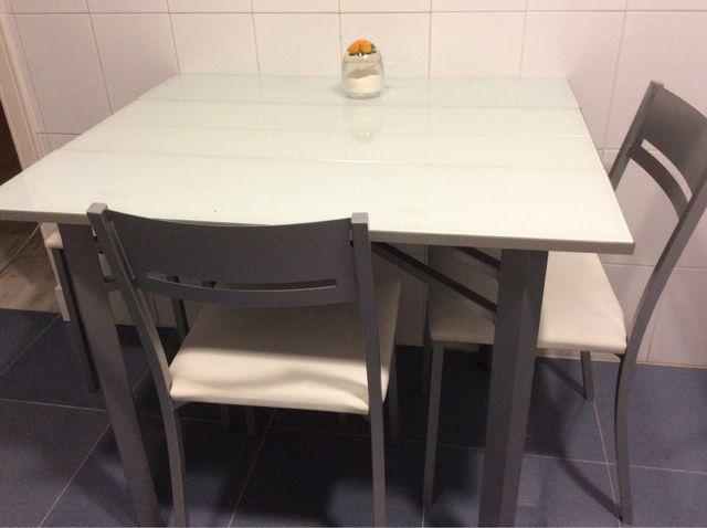 Conjunto mesa y sillas cocina de segunda mano por 140 € en Sevilla ...