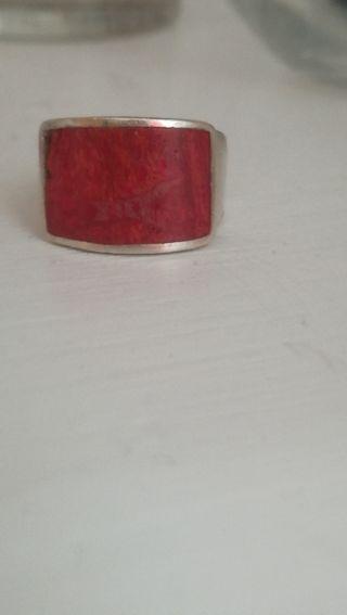 Anillo de plata y coral rojo