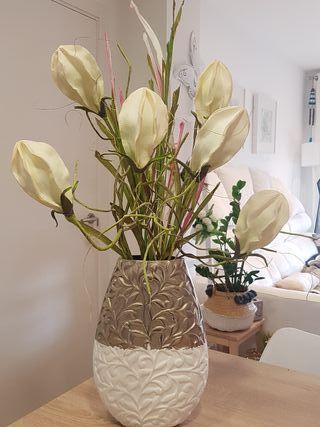 Jarrn con flores artificiales de segunda mano por 45 en Sabadell