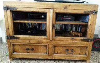 Mueble para televisión estilo mejicano.