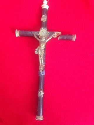 Crucifijo de madera antiguo