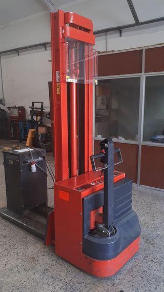 apilador linde L12 1200kg a 3,80 altura.