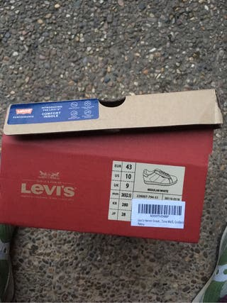 Zapatilla levis blanca
