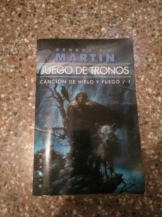 Libros juego de tronos de segunda mano en Alicante en WALLAPOP