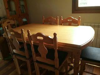 mesa y sillas de comedor rustico
