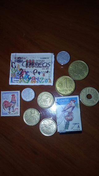 Lote de monedas y sellos.