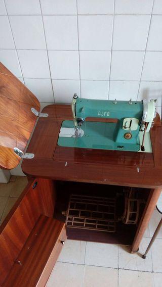 Antigua maquina de coser Alfa