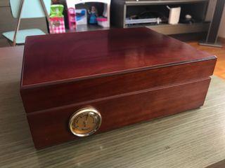 Caja de puros de madera