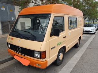 Foodtruck Mercedes MB120