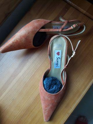zapatos punta naranja