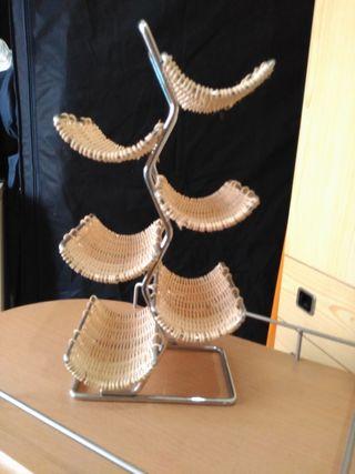 Botellero de metal y cuerda