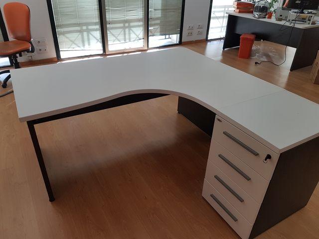 Mesa oficina de segunda mano por 350 € en Barcelona en WALLAPOP
