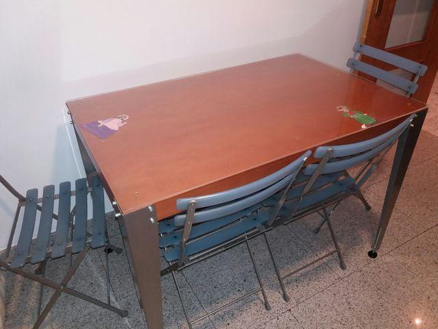 Mesa cocina color Cerezo de segunda mano por 75 € en Madrid en WALLAPOP