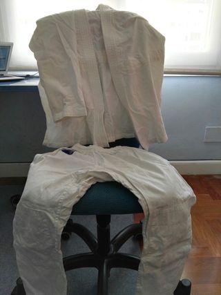 Equipación de karate o Judo + cinturones
