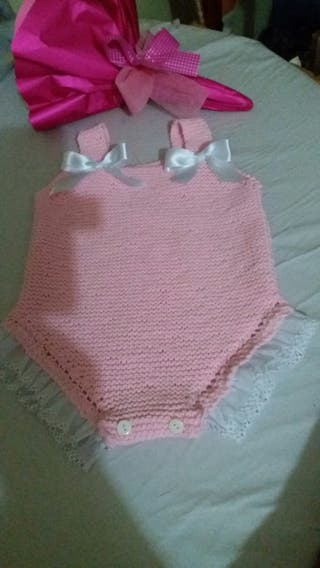prendas bebes hechas a mano.