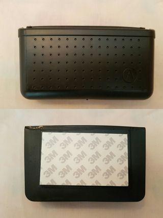 Caja organizadora adhesiva para vehículo
