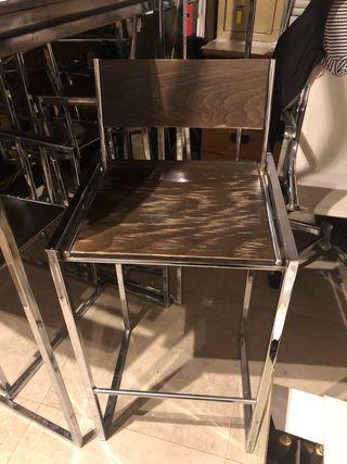 Mesa alta más sillas a conjunto