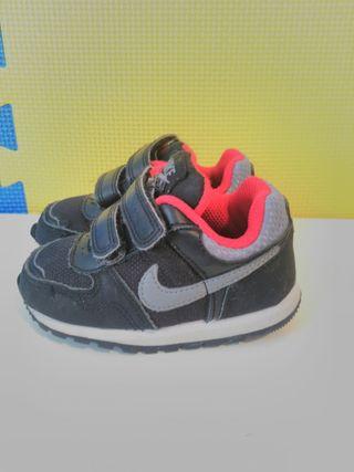 size 40 6172d 9bbda Zapatillas Nike Negras de segunda mano en Málaga en WALLAPOP