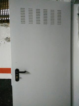 Puerta peatonal para garaje o trastero