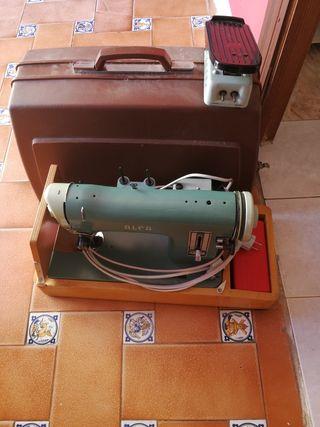 maquina de coser antigua Alfa