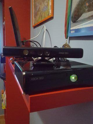 Xbox 360 200 gb con mandos + Kinnect + Juegos
