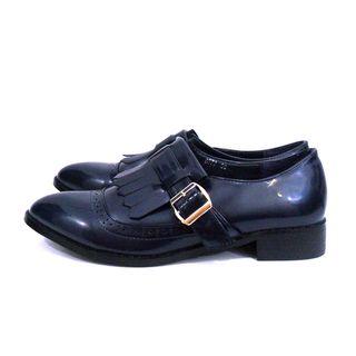 Zapato de charol azul marino
