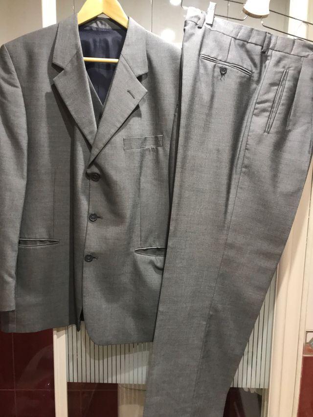 Traje c/chaleco hombre gris