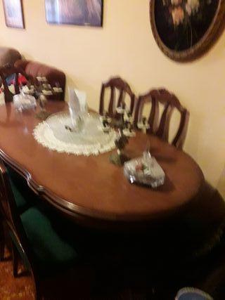 Mesa con 6 sillones