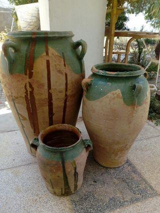 Orzas antiguas de cerámica esmaltada