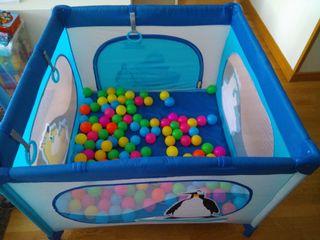Cuna de viaje, parque infantil + 100 bolas