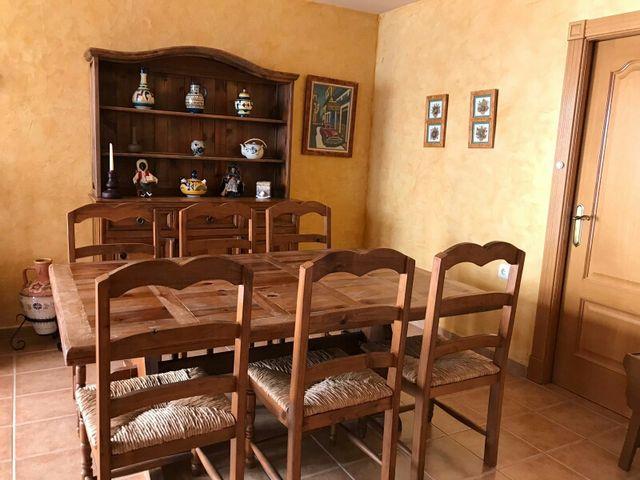 Mueble con mesa y sillas de comedor rustico. de segunda mano por 490 ...